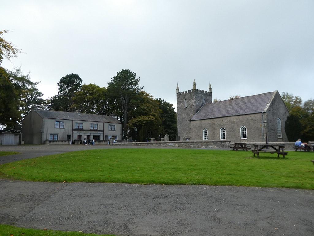 Gereja Ulster Folk Museum dan desa hijau