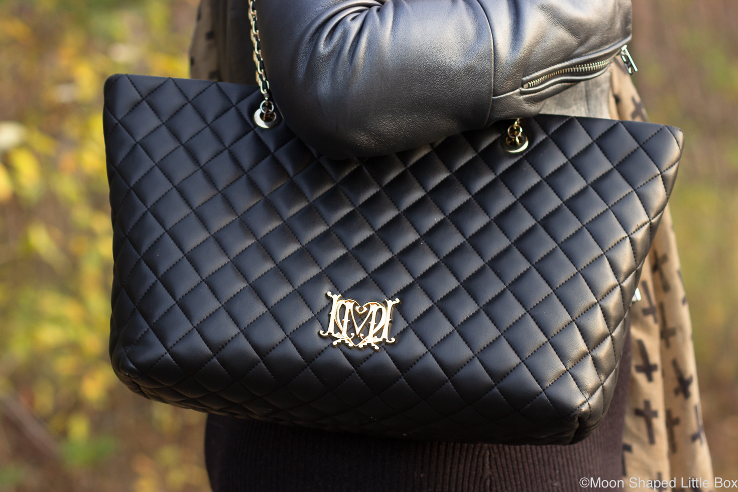 Love-Moschinon-laukku-musta