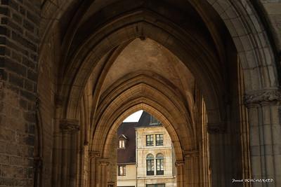 Sous les arches de Notre Dame