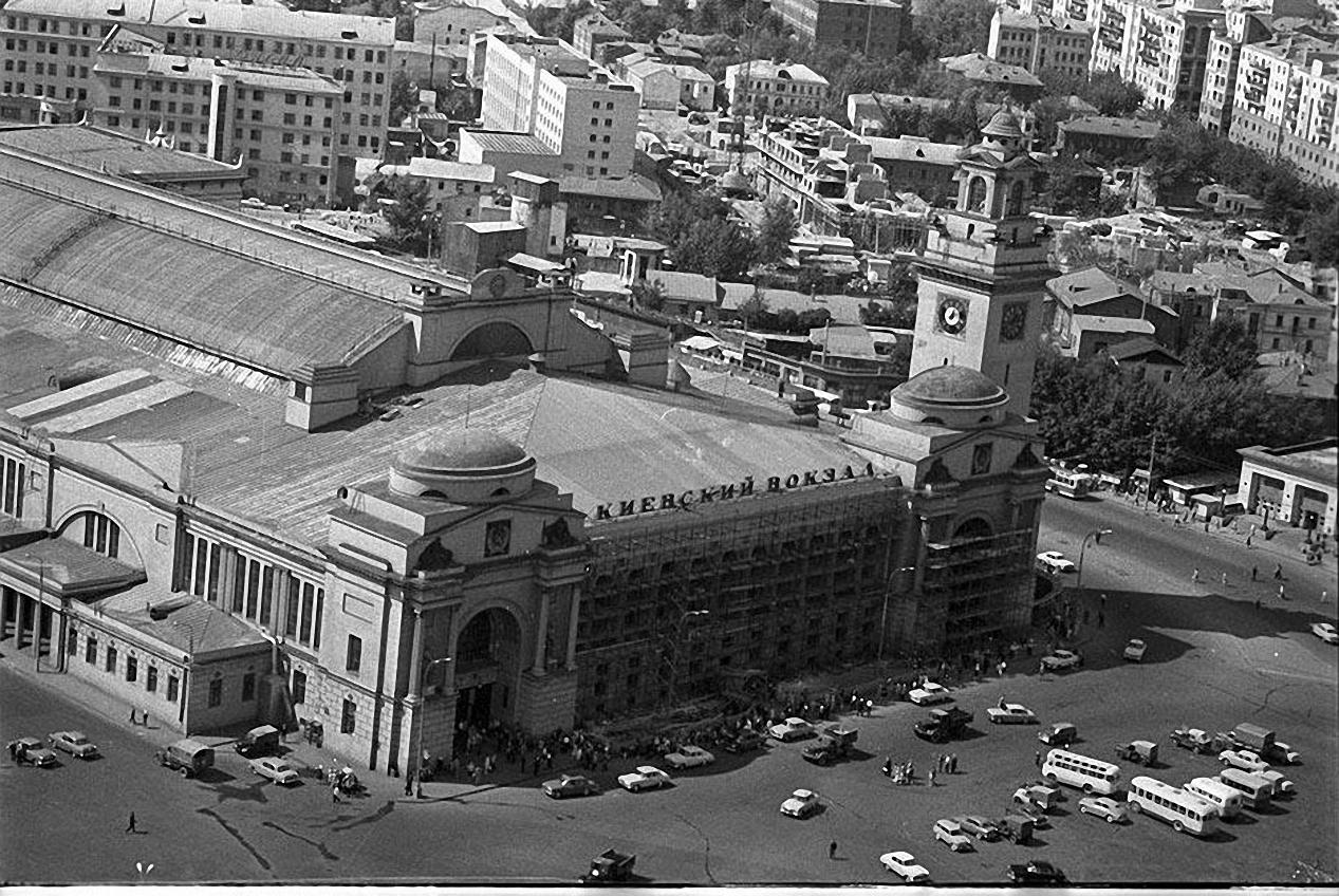 1967. Киевский вокзал Москвы с высоты птичьего полета