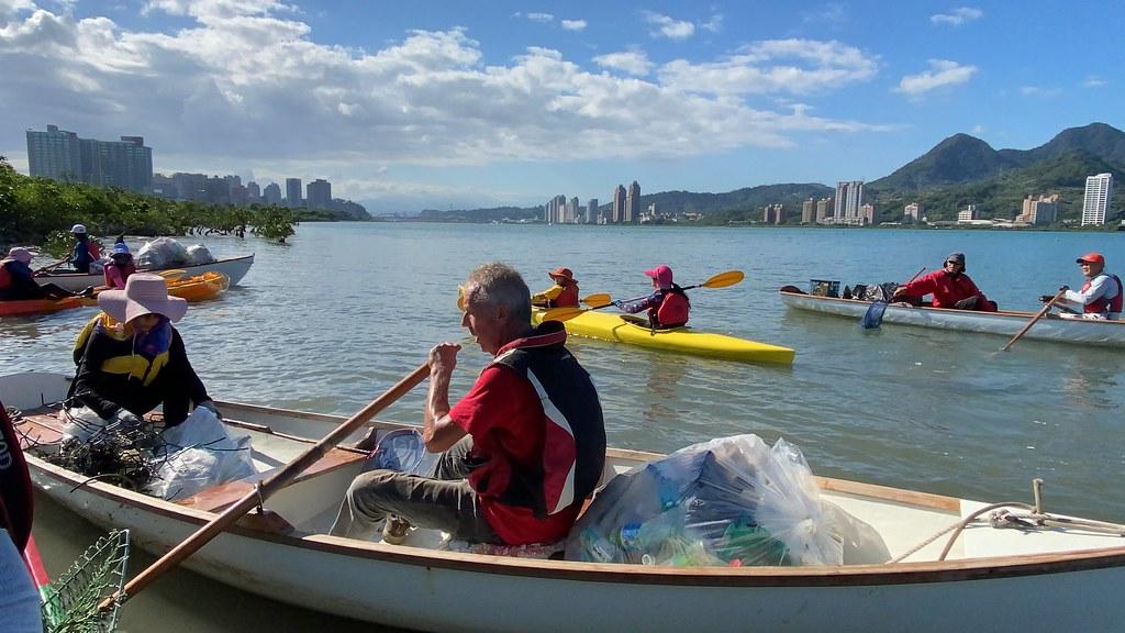 民間帆船玩家,自主發起清潔淡水河的活動。許祖菱攝
