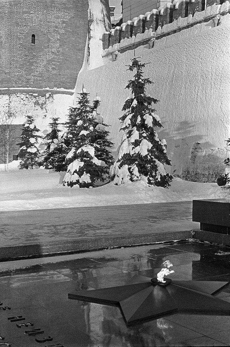 1967. У могилы Неизвестного солдата. Александровский сад