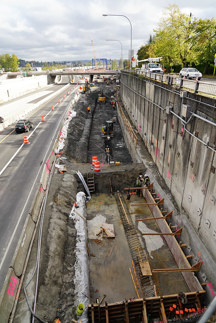 Building supports for the lid over SR 520 in Montlake - 10/14/2020