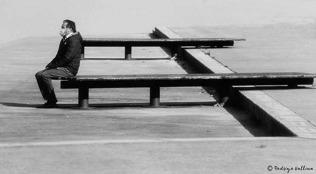 Sentado al borde del vacío