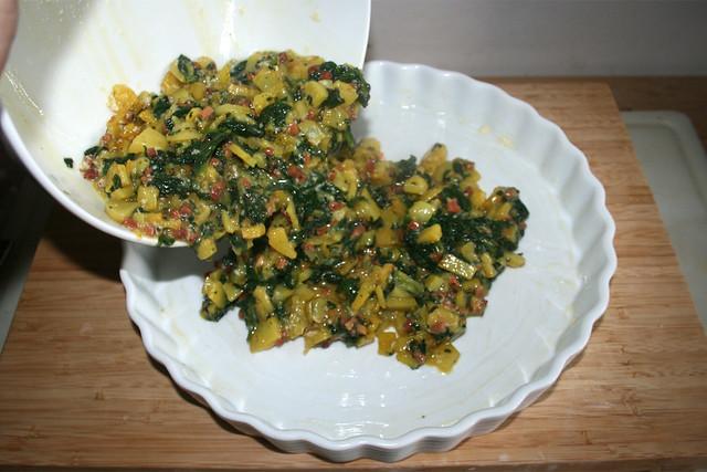 24 - Put mix in casserole / Mischung in Form geben