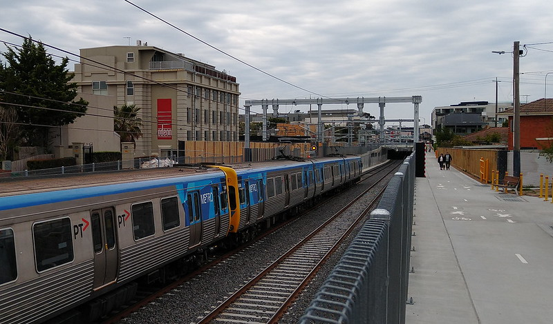 Railway line and shared path looking towards Mentone station