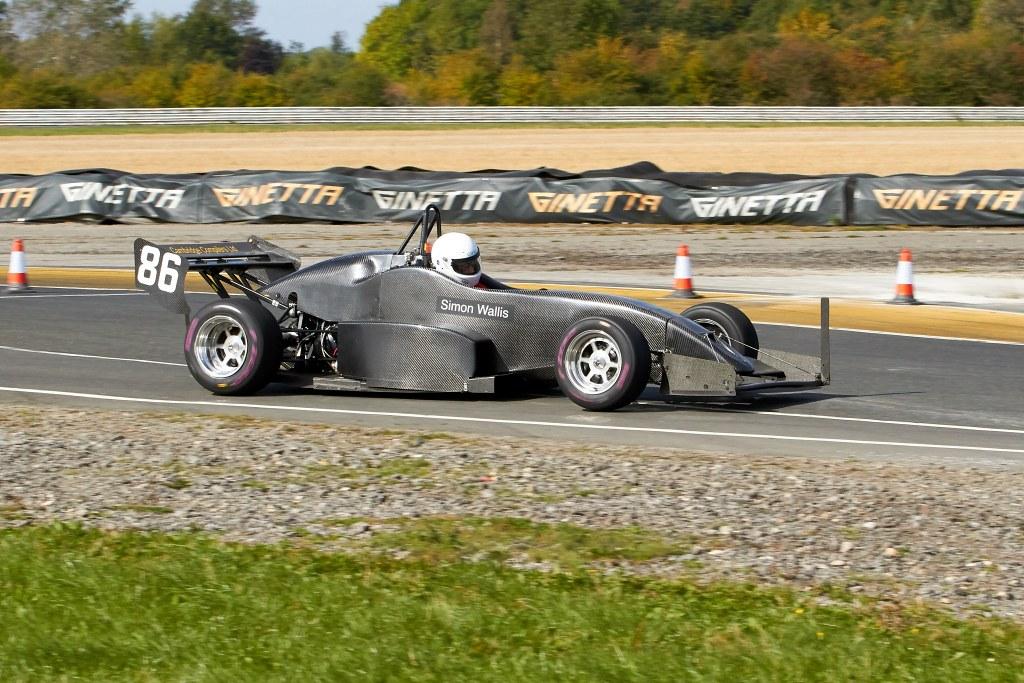 Simon Wallis' OMS 3000M at Blyton (A Mitchell)