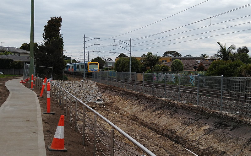 Railway line between Cheltenham and Mentone stations