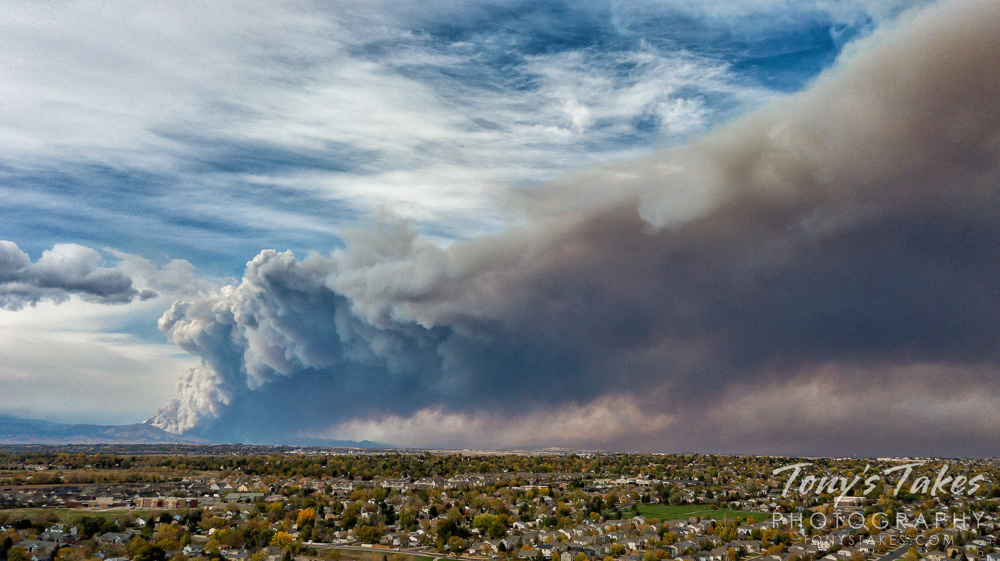 The CalWood Fire north of Boulder, Colorado is seen in this drone image taken soon after the fire erupted. (© Tony's Takes)