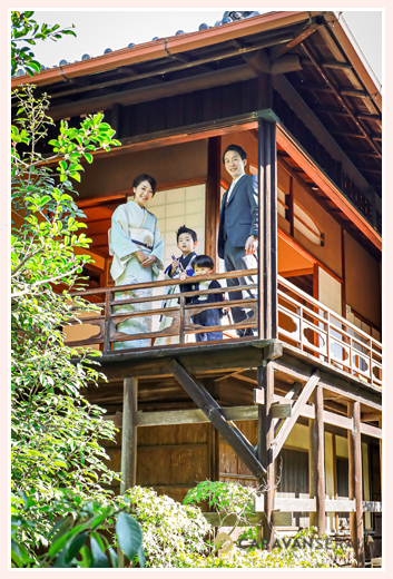 東山荘(名古屋市)で七五三前撮りのロケーション撮影 テラスから日本庭園を臨んで