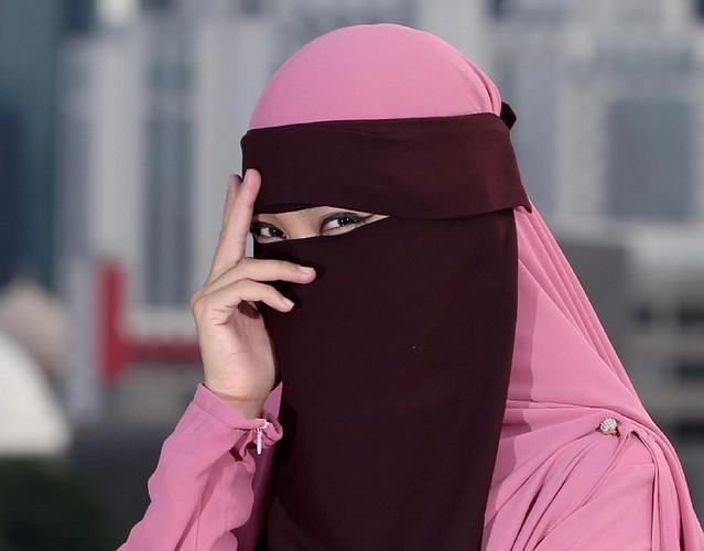 Satu Lapisan Sahaja Tidak Cukup, Wanita Berpurdah Wajib Pakai Pelitup Muka