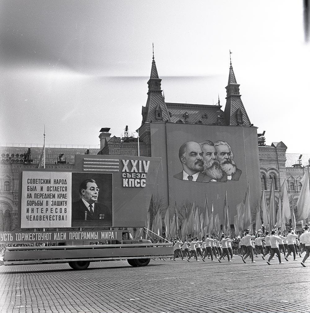 1968. Демонстрация на Красной площади. Красная площадь. 1 мая.