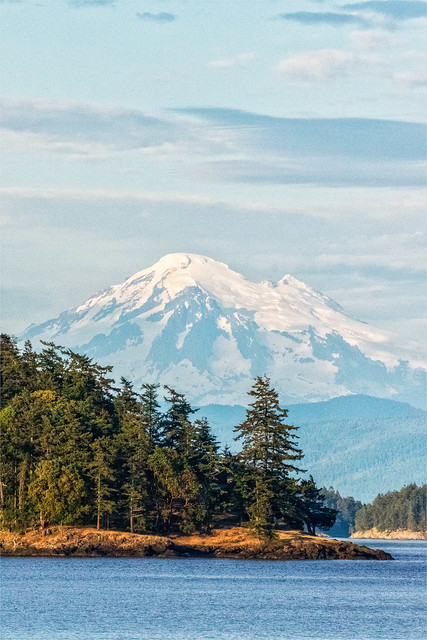 Mt Rainier from the San Juan Islands.jpg