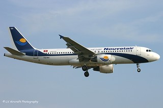 TS-INA_A320_Nouvelair_old cs