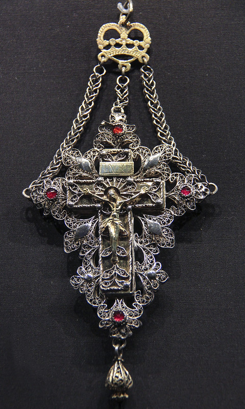 Cross, Swizerland, Solothurn, about 1800, partially gilded silver filigree and glass