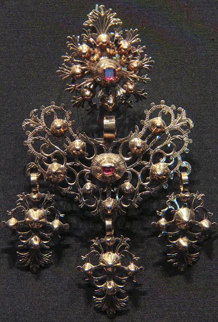 Earring, Italy, Naples, 1830-60, gold with glass over red foil, worn in Avellino in Campania