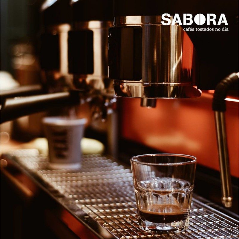 Haciendo cafés expresos en máquina