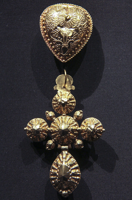 Cross(Croix bosse) and heart shaped slide (coulant), France, Normandy, 1809-19, gold