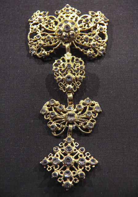 Pendant, Spain, 1800-70, guilded silver with rock crystal and glass