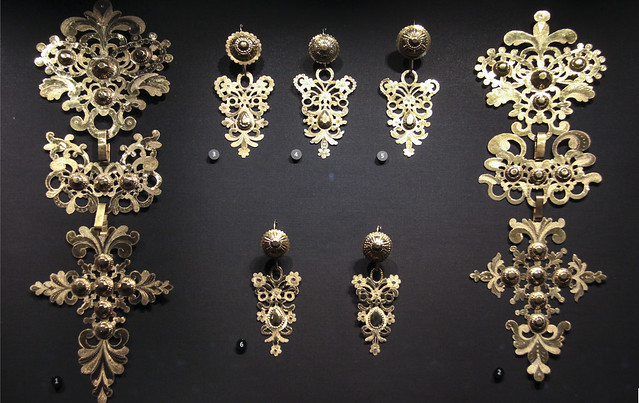 Pendants and earrings, Italy, early half of 19th century, gold sheets