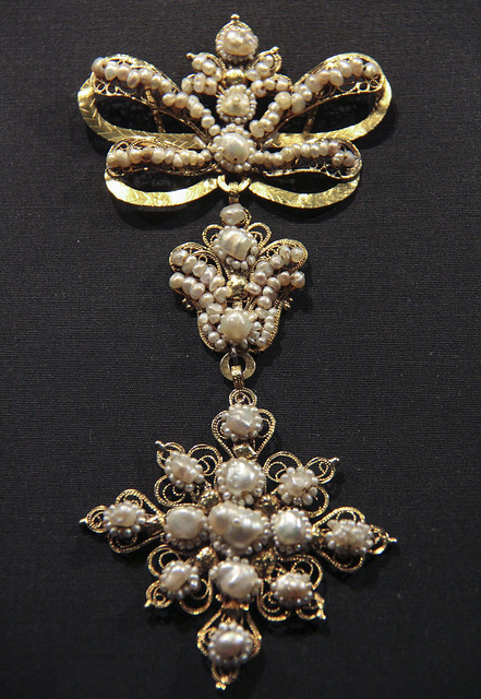 Pendant, Spain, Salamance, 1800-70, gold filigree with seed pearls