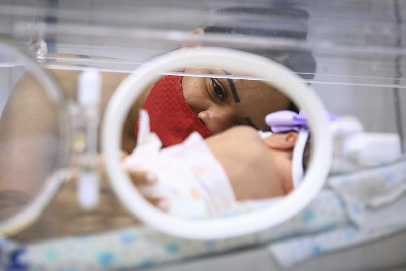 Prematuros participam de ensaio fotográfico no Hospital de Ceilândia
