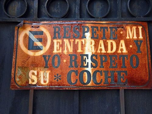 Garage door sign in Coyacan: No Parking, Respect my entrance and I will respect your car