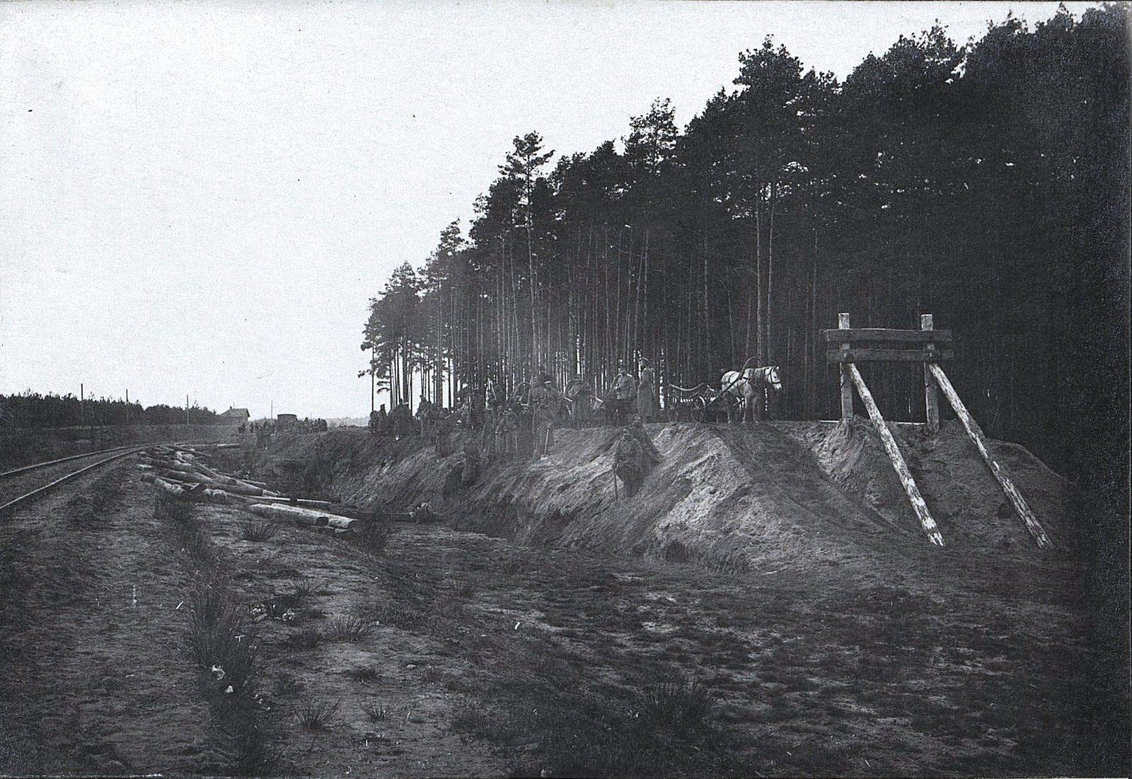 31. Укладка тупика на станции Влощова 3-й ротой. Земляные работы