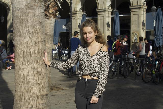 Natalia, turista de la República Txeca va estar molt amable, com també la seva mare, quan li vaig demanar de fotografiar-la a la plaça Reial de Barcelona.