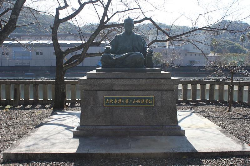 Escultura del último señor feudal de Tosa, Yamauchi Toyoshige Yôdô en Kôchi (Shikoku)