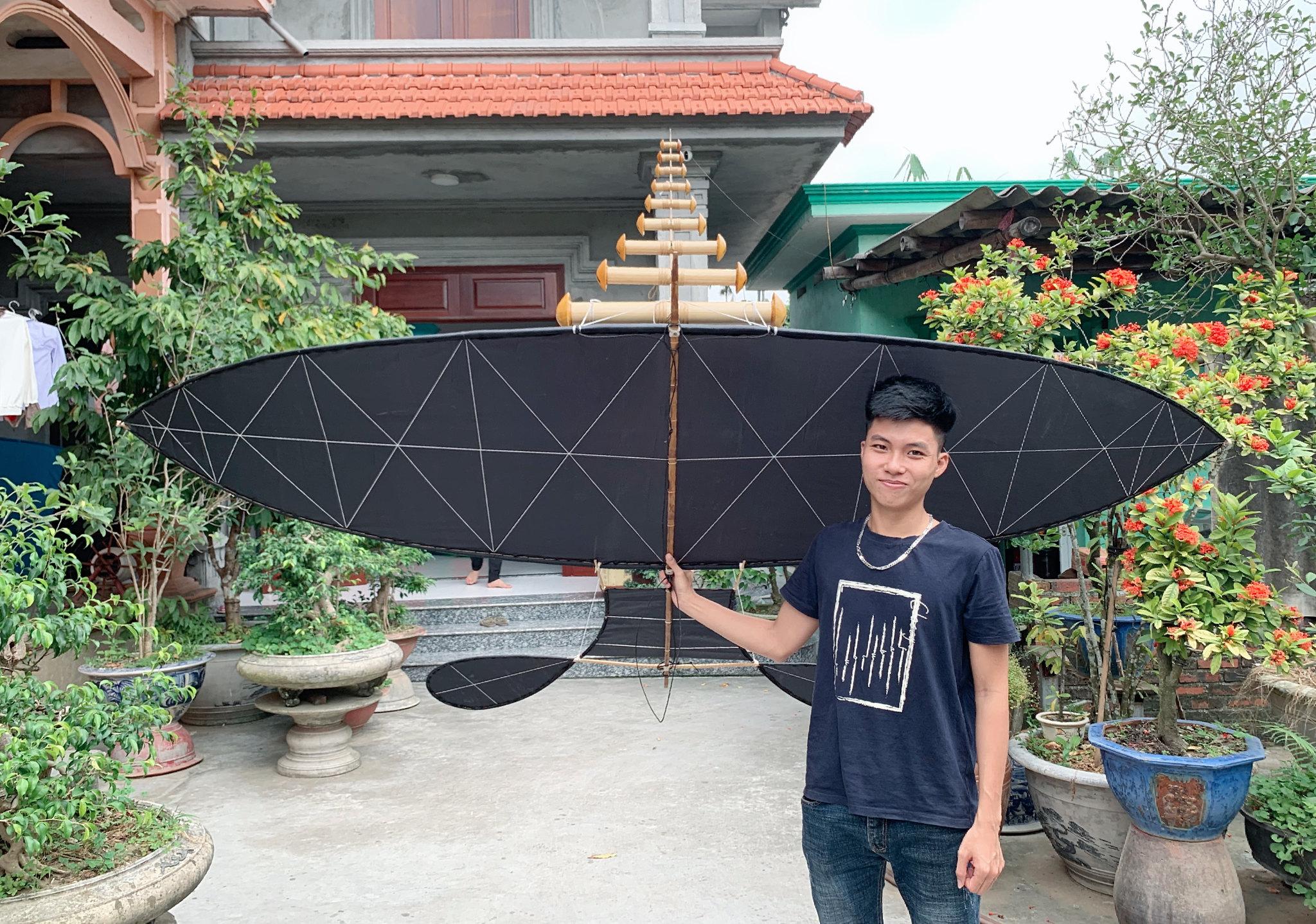 Phạm Hải và chiếc diều cánh phẳng 2m7 đeo bộ sáo 9