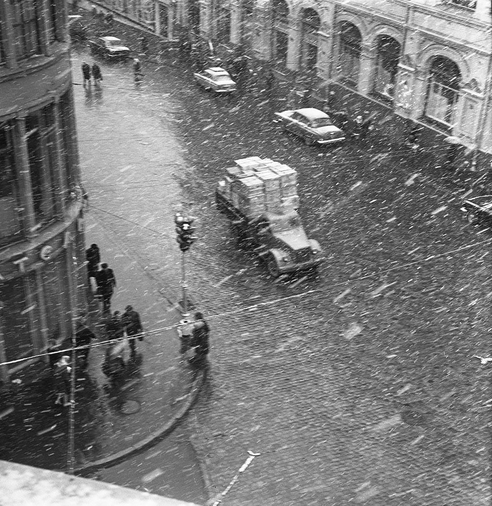 1970-е. Кузнецкий мост. Начало зимы. (Угол Кузнецкого моста)2