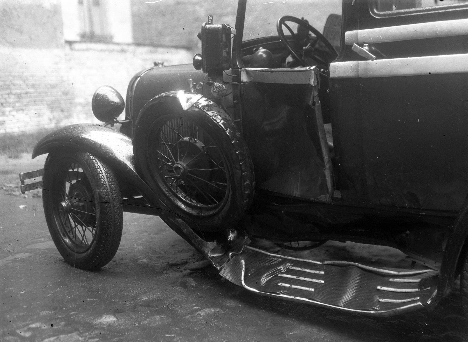 Elektromos autó és villamos ütkötött Szegeden – 100 évvel ezelőtt