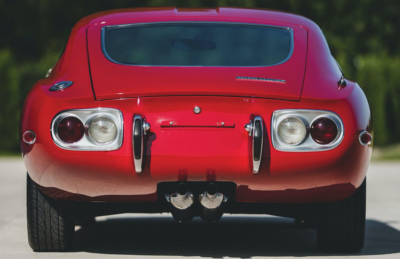 1967-Toyota-2000GT-7