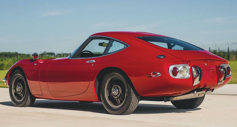 1967-Toyota-2000GT-2