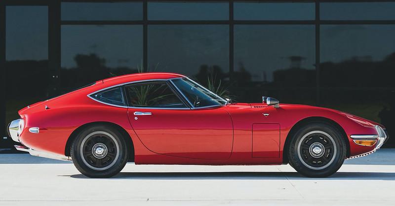 1967-Toyota-2000GT-5