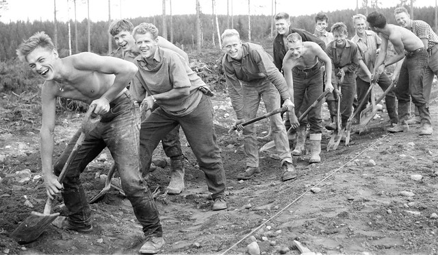 The forest students break the road. Nytorp August 1958 2