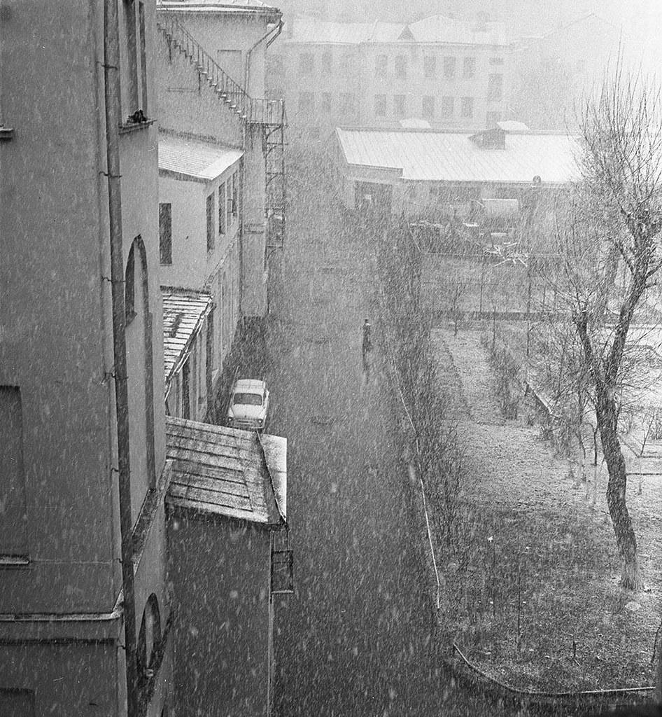 1970-е. Кузнецкий мост. Начало зимы. (Внутренний дворик)