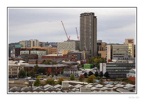 sheffield southyorkshire 2020 jo outdoor photoborder canoneos1dxmarkii canonef70200mmf4lisii steelcity urban city cityscape buildings towerblock officeblock cranes earlymorning hallamuniversity rooftops stpaulstower cityloftstower conrantower qpark earlyautumn architecture uk