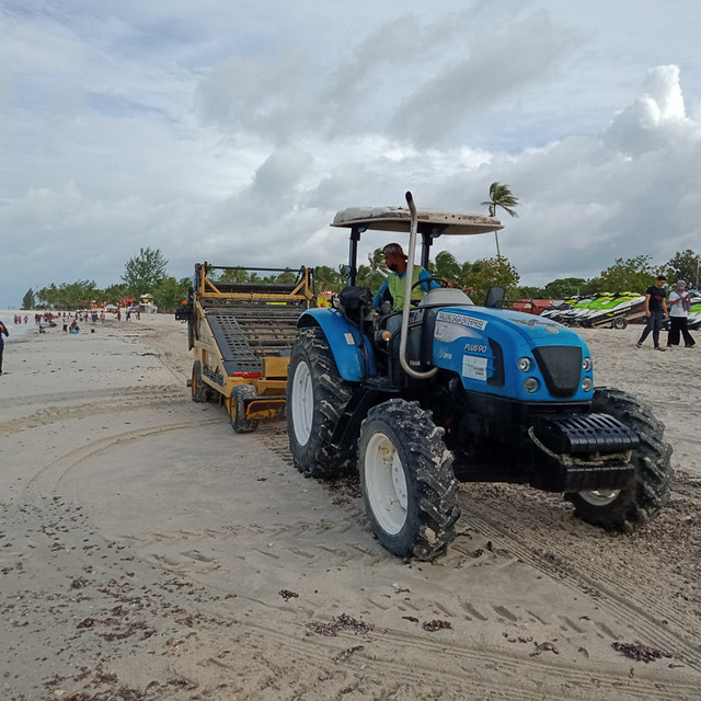 Cleaning up Cenang Beach