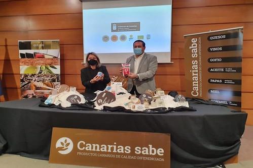 Alicia Vanoostende y Basilio Pérez con las sales premiadas tras darse a conocer la resolución del jurado