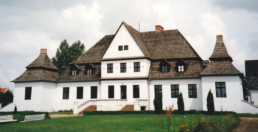 Manoir typique de la campagne polonaise, powiat de Poznań, Grande-Pologne, Pologne.