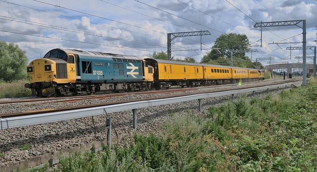 37421 37025 1115 1q51 Derby RTC Serco to Eastleigh Works BRML Head Quarters