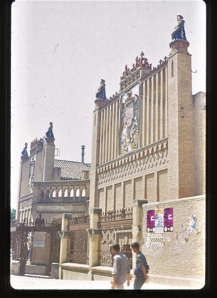 Escuela de Artes de Toledo hacia 1965. Anónimo belga, película Kodachrome. Colección personal de Eduardo Sánchez Butragueño