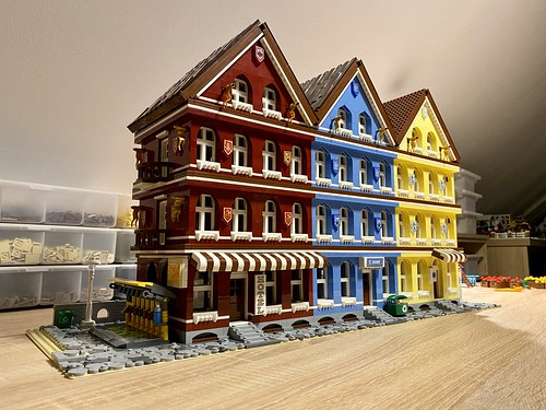 FAQ- where do you get inspiration for your creations? Another good example: I fell in love with the beautiful city of Kitzbühel  after our first visit in 2016, so I decided at that time that I need to reflect to these memories in my Lego world.