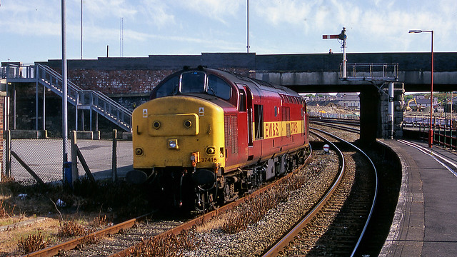 37415 Running round the 1D99 18-22 Holyhead - Birmingham @ Holyhead 24th May 2000 copyright PWS collection 2020