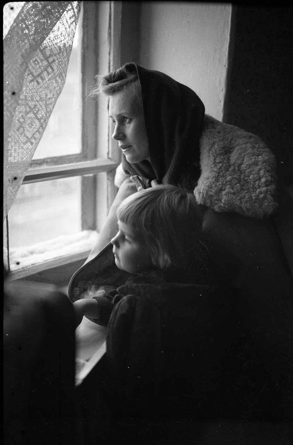 1970-е. У окна
