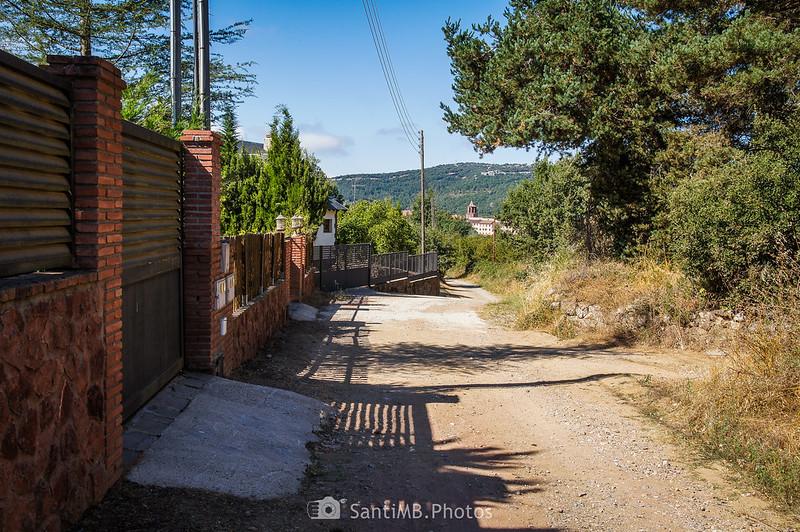 Casas a en las afueras de Prades por el Camí Vell de Montblanc