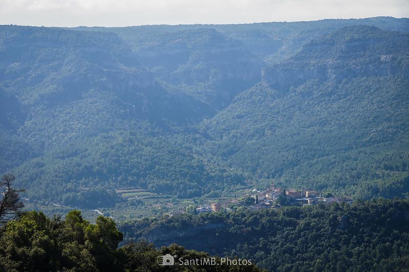 Cabecera del río Brugent detrás de Capafonts, visto desde la Roca dels Corbs en Prades