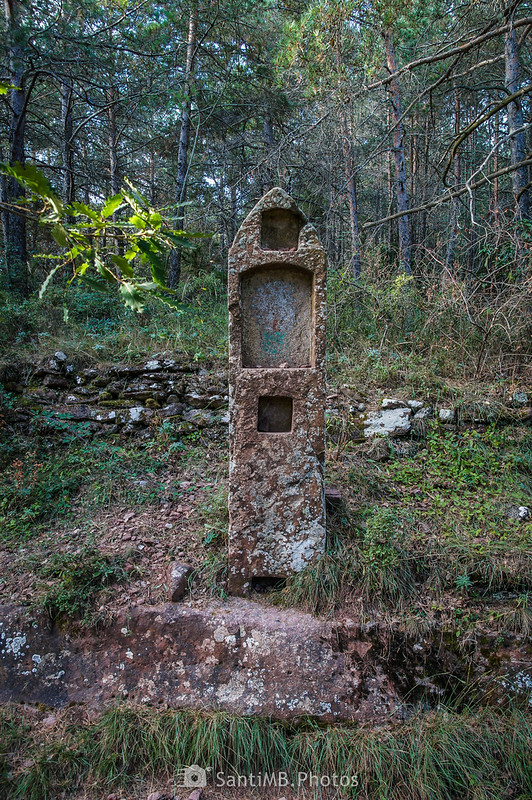 Monolito de piedra cerca de la ermita de Sant Roc de Prades